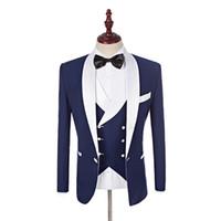ingrosso pantaloni bianchi del vestito del legame dell'arco blu-2019 Custom Made Groomsmen Scialle bianco Smoking smoking sposo blu Abiti da uomo matrimonio Best Man Blazer (giacca + pantaloni + gilet + farfallino)