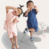 ingrosso pantaloni di lino per i bambini-Cotone Lino Estate Bambini Set di abbigliamento Toddler Bambini Ragazzi vestiti Imposta Tops traspirante + Pantaloncini per ragazzi ragazza 90-130 cm