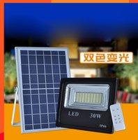 çift led spotlar toptan satış-2 ADET 30 W Güneş Sel Işık Çift Renk Güneş Enerjisi LED Sel Işık Bahçe Yolu Sokak Spot Su Geçirmez Lamba Uzaktan Kumanda