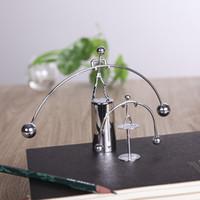 masa hareketi toptan satış-Denge Daimi Hareket Halter Demir Adam Oyuncak Sarkaç Newton topu Ev Ofis Masa Dekorasyon Masası oyuncak AAA1856