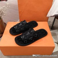 Wholesale red silk slippers for sale - Group buy Lovers stereoscopic printed monogram slippers Hotel bedroom All appropriate silk comfortable flat bottom slippers Size