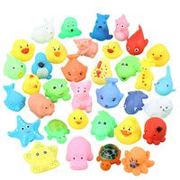 ingrosso bambini galleggianti animali-Lovely Mini Animals Duck Water Toys Colorful Galleggiante in gomma morbida Squeeze Sound Squeaky Bath Toy For Baby Kids PPA386