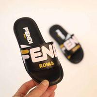 erkek çocuklar için çizme terlikleri toptan satış-Erkek ev terlik siyah tasarımcı sandalet ayakkabı moda bebek boot terlik çocuk kız siyah plaj terlik ayakkabı kutusu ile göndermek