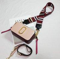 crossbody kameratasche frauen großhandel-Designer-Umhängetaschen Damenmode Umhängetaschen zweifarbige Klappe breiter lässiger Kamerataschenriemen 22cm breit