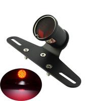 универсальный тормозной свет для мотоцикла оптовых-Универсальный сетчатый объектив мотоцикла задний фонарь с кронштейном номерного знака Задний фонарь стоп-сигнала для Harley Cafe Racer Chopper Bobber