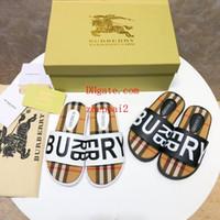 sandalias de marca para niñas al por mayor-Los más nuevos hombres de cuero de marca de dibujos animados lindo carta de impresión zapatillas moda Boy Girl goma suela de verano antideslizante playa deslice la sandalia off-w3