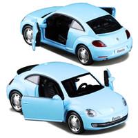 böcek model arabalar toptan satış-1:36 Alaşım Diecast Metal Araba Modeli Için Yeni Volkswagen Beetle Koleksiyon Model Geri Çekin Araba Oyuncaklar-Kırmızı / Gökyüzü mavi