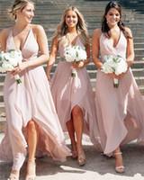 высокие низкие стили свадебного платья оптовых-Стильный невесты платья 2019 Глубокий V-образным вырезом шифон High Low Country Style Wedding Guest мантий линия плюс размер горничной честь платья Настраиваемый