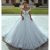 vestidos de noiva cortados na princesa venda por atacado-Lindo V Cut Back Lace Vestidos De Casamento Fora Do Ombro vestido De Baile Princesa Vestidos De Noiva Tribunal Trem Chapel Vestido de Noiva Dubai