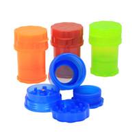 plastik tabakalar toptan satış-60mm Ucuz Plastik Değirmeni Şişe Şekli Su Sıkı Hava Sıkı Tıbbi Sınıf 3 katmanlar Plastik Kokusu Geçirmez Tütün Ot Değirmeni Sigara Boru
