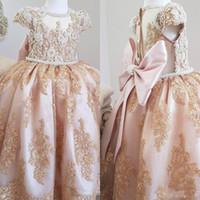 perlas de encaje de boda al por mayor-Vestidos de perlas de lujo de encaje 2019 Vestidos de niña de las flores Manga corta Vestidos de niña de la boda Invitados Vestidos de fiesta de desfile vintage personalizados