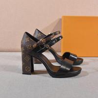 sapatos de borracha de borracha grossa para mulheres venda por atacado-NEW MATCHMAKE SANDAL 1A4W7H Sandálias das Mulheres Sandálias de Grife de Luxo Sapatos Casuais de Luxo Salto Grosso Solas de borracha Por Atacado