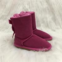 venta de botas de invierno arco al por mayor-2019 Venta caliente diseñador de zapatos Niños Niños Botas para la nieve Estilo de Australia 2-Bow Volver Decoración Slip-on Invierno Vaca Botas de cuero para niñas Marca Ivg
