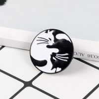 белые броши животных оптовых-Cat Enamel Pin Black White Yin Yang Cat Brooches Tai Chi Animal Kitten Pins Badge Couples Brooch Lovers Jewelry Gift for Lover