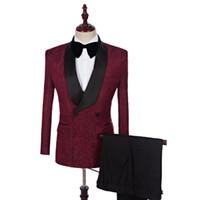traje azul marino pantalones burdeos al por mayor-Burgundy Black Lace Shawl Lape One Button Novio Traje de boda Trajes de boda de esmoquin para hombre (Suit + Pan + Tie)
