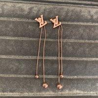 ingrosso estate degli orecchini di modo-Alta qualità famosa marca 316L acciaio al titanio lettera lunga nappa goccia orecchini donne fascino oro rosa ragazze orecchini gioielli moda estate