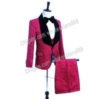 ярко-розовый костюм пиджак мужчины оптовых-Сшитого Groomsmen Hot Pink Groom Tuxedos шаль Velvet отворот Мужские костюмы Свадебного шафер жениха (куртка + брюки + жилет + Tie) L253