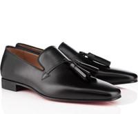 mocasines de vestir de cuero para hombres al por mayor-2019 Nuevo diseñador de fondo rojo de los hombres de boda plana zapatos de vestir mocasines con espigas borlas zapatos de cuero Oxfords negro