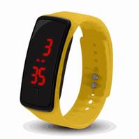 bilezik sıcak moda kauçuk toptan satış-Sıcak toptan Yeni Moda Spor LED Saatler Şeker Jöle erkek kadın Silikon Kauçuk Dokunmatik Ekran Dijital Saatler Bilezik Bilek İzle
