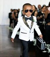 trajes de fiesta para niños al por mayor-Personalizar Chicos Blancos Ropa Formal Trajes de Esmoquin Collar para Niños Niños Cumpleaños Fiesta de Baile Trajes (Chaqueta + Pantalones + Pajarita) D69