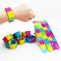 sport sieben großhandel-Einhorn Ring Patting Armband Spielzeug Kreis Armband Pat Sieben Farben Mix Kinder Party Dekoration Kinder Spielzeug