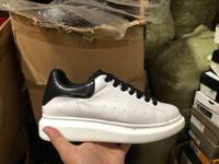 beste designer für kleider großhandel-Mode Designer Schuhe aus echtem Leder Designer Sneaker Freizeitschuhe Frau Mann Dame Junge Mädchen Schuh beste Kleid Schuh Wanderung