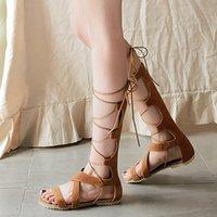 calcanhares de sandálias de atadura venda por atacado-Mulheres Sexy Gladiador Romano Bandage Oco Para Fora Do Joelho Botas Planas Sandálias Salto Plana Botas Altas Do Dedo Do Pé Aberto Havaí Sapatos Macios Macios
