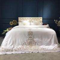 luxo cama king prata venda por atacado-Prata de ouro branco luxo conjunto de cama de seda rainha king size conjunto de cama oriental bordado conjuntos de capa de edredão lençóis roupa de cama