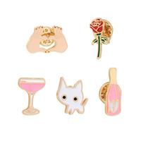 ingrosso piccoli fiori di bottiglia di vetro-Cartoon Suit bottiglia piccola spilla bianca reale Lovers Luna di miele Il Wine Glass Kitty Rosa del cuore del fiore di goccia olio Ago piombo
