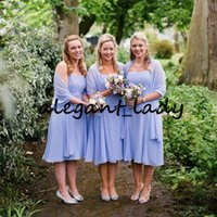 xales de chiffon coral venda por atacado-Strapless na altura do joelho vestidos de dama de honra com xaile curto Chiffon 2019 Lilac País Boho Plus Size Wedding Party Guest Dress