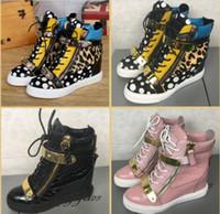 bagaj dantelleri için fermuar toptan satış-Sıcak Marka Kadınlar Casual Takozlar Platformu Yüksek Top Sneakers Lüks Eğlence Kalın Alt Bimetal Levha Ayakkabı Çift demir Fermuar Dantel up Çizmeler