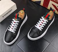 ingrosso vestiti causali neri-Alta qualità moda uomo High Top stile britannico Rrivet causale scarpe di lusso uomo rosso bianco nero fondo scarpe scarpe da sera dh2a49
