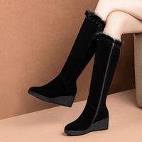 cómodas botas de cuña negras al por mayor-botas altas de gamuza de cuero natural a la plataforma de cuña winnter rodilla de las mujeres del remache de mujer botas largas cómodos zapatos negros de las mujeres delgadas