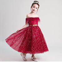 modelos flor menina vestidos venda por atacado-Bateau Red Flower Girl Dresses Voltar Zipper Meninas Vestidos Pageant Lace Little Girl Vestido Cinto De Ouro Modelo Andando Show Garota Em Estoques