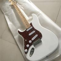 guitarra chinesa grátis venda por atacado-Frete grátis guitarra Elétrica / placa de armadura vermelha branca legal canhoto guitarra / personalizável / guitarra Chinesa