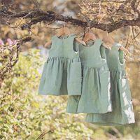 ropa de porcelana verde al por mayor-El más nuevo verano Litttle Girls Organc lino algodón vestidos sin mangas en blanco bolsillo verde diseños niños niños vestidos de una línea de ropa