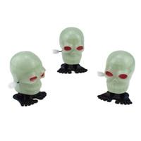 halloween furchtsame geschenke großhandel-New Halloween Luminous Scary Schädel Eyeball Form Bouncing Wind Up Uhrwerk Wind Up Bounce-Spielzeug-lustiges Geschenk Luminous-Spielzeug-Geschenk