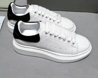 erkek moda tenis ayakkabıları toptan satış-Alexander McQueens Sneakers 2018 Lüks Tasarımcı Erkekler Rahat Ayakkabılar Ucuz En İyi Yüksek Kalite Mens Womens Moda Sneakers Parti Düğün Ayakkabı Kadife Spor Sneakers Tenis