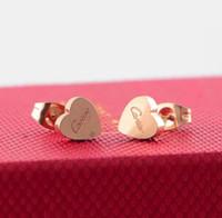 brincos da letra de amor do ouro venda por atacado-2019 luz de luxo de alta qualidade design titanium aço subiu carta ouro 3D amor coração brincos para as mulheres meninas de casamento de jóias por atacado