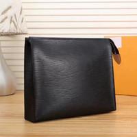 kozmetik kılıfı büyük toptan satış-2019 En kaliteli Toptan tasarımcı kozmetik çantası kadın büyük seyahat organizatör depolama yıkama çantası deri makyaj çantası erkekler çanta Kozmetik durumda