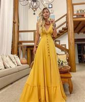 vestido de botón amarillo al por mayor-Diseñado a la moda Vestidos de fiesta de las mujeres amarillas Longitud del piso con botones Una línea V Cuello de noche vestido de fiesta barato 2215