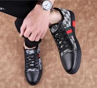 korece erkekler siyah ayakkabılar toptan satış-YENI Popüler rahat ayakkabılar yaz Gri siyah eğilim ayakkabı Kore versiyonu düşük üst moda deri erkek ayakkabı, rahat ayakkabılar, yürüyüş ayakkabıları 38-46