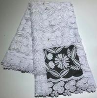 guipure dantel beyaz toptan satış-Sıcak satış 5 yards işlemeli beyaz dantel kumaş elbise için afrika fransız dantel kumaş ile taş gipür dantel kumaş için gelinlik ZQ-A91