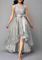 robe de mariage slim line dentelle achat en gros de-Mode Haute Basse mère de robes de mariée, Plus la taille 2019 dentelle sans manches une ligne robes de soirée mères Slim Fit robe de mariage