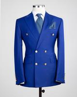 chaqueta roja para hombre solapa negra al por mayor-Respiradero lateral Doble botonadura Azul / rojo / negro Novio de la boda Esmoquin Peak Lapel Groomsmen Cena para hombre Trajes de chaqueta (chaqueta + pantalón + corbata) NO: 1858