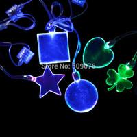 ingrosso magnetico luce lampeggiante blu-LED blu luce magnetica led cuore trifoglio cordino quadrato LED lampeggiante collana pendenti matrimonio matrimonio forniture di halloween