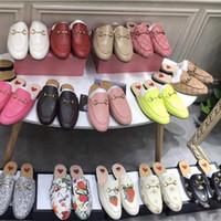 loafers de couro plana homens venda por atacado-Novos Homens Designer de Chinelos Princetown Chinelos De Pele Das Mulheres Sapatos De Pele De Mula de couro Camurça Plana Correntes De Metal Chinelos Mocassins Sapatos Slides Peludos