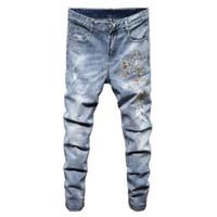 ingrosso bottoni per jeans blu-2019 New Hole Strappato Stretch Flower Fashion Designer Button Jeans Uomo Straight Blu scuro Colore stampato Jeans Uomo Strappato