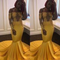robes de soirée en or jaune achat en gros de-Robe de soirée en or jaune 2019 à manches longues sur l'épaule Illusion Lace Plus Size robe de soirée robes de soirée