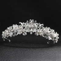 Wholesale woman tiaras for hair resale online - Newest Beautiful Flower Rhinestone Alloy Tiaras and Crowns Wedding Hair Accessories Bridal Headpiece for Women JCI075